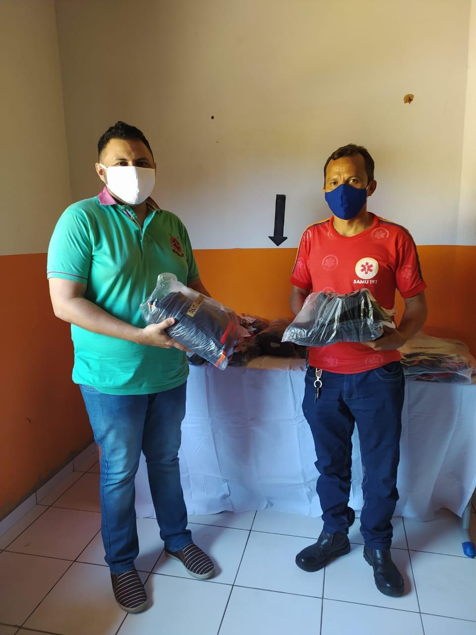 Prefeitura de Monsenhor Gil faz entrega de fardamento novo para SAMU - Imagem 3