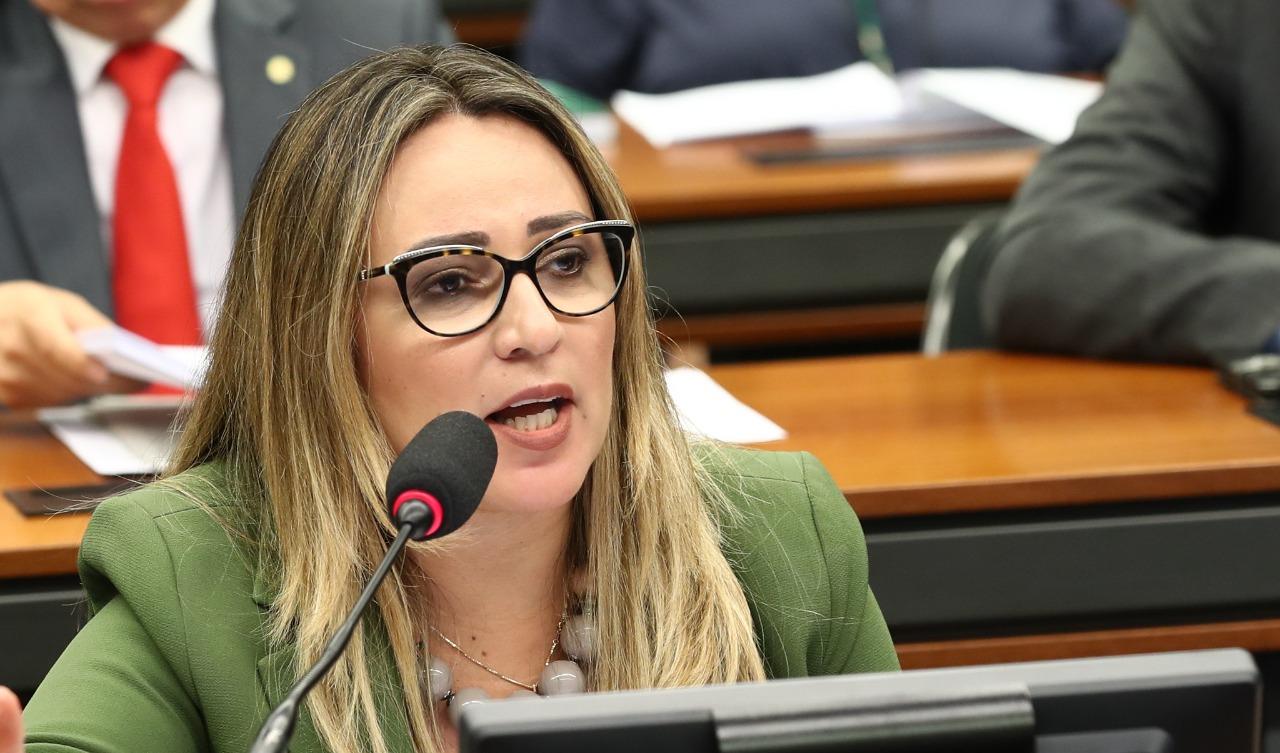 Rejane Dias diz que sempre se dispôs a dar esclarecimentos à PF