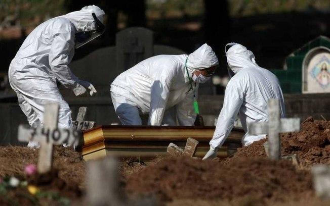 Brasil registra 921 mortes por coronavírus em 24 horas Foto: Fábio Motta / Agência O Globo