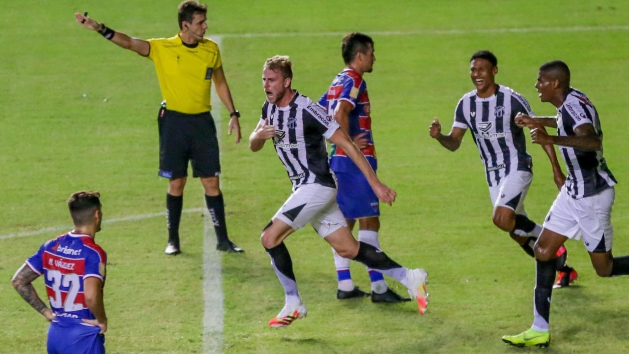 Klaus marcou o gol da vitória na 1ª etapa- Foto: Felipe Santos/cearasc.com