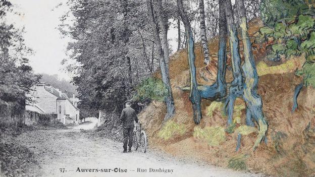 Wouter van der Veen notou as semelhanças entre o cartão postal (à esquerda) e a pintura, sobrepondo-o à direita. / Divulgação