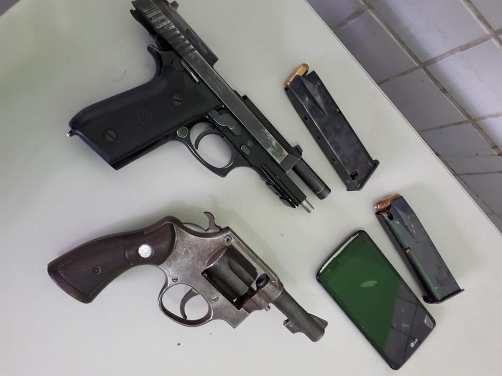 Policial foi preso com pistola e um revólver 38 - Foto: Divulgação-PM