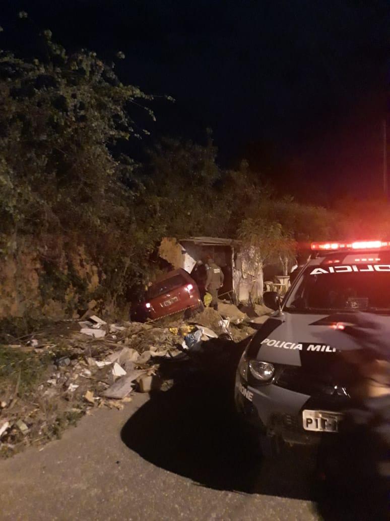 PM colide veículo em muro após ser baleado por criminosos em teresina