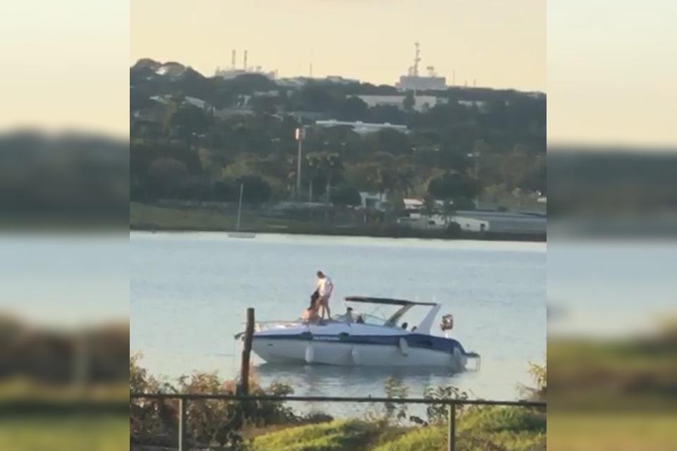 Casais fazendo sexo em lancha no Lago Paranoá (Brasília)