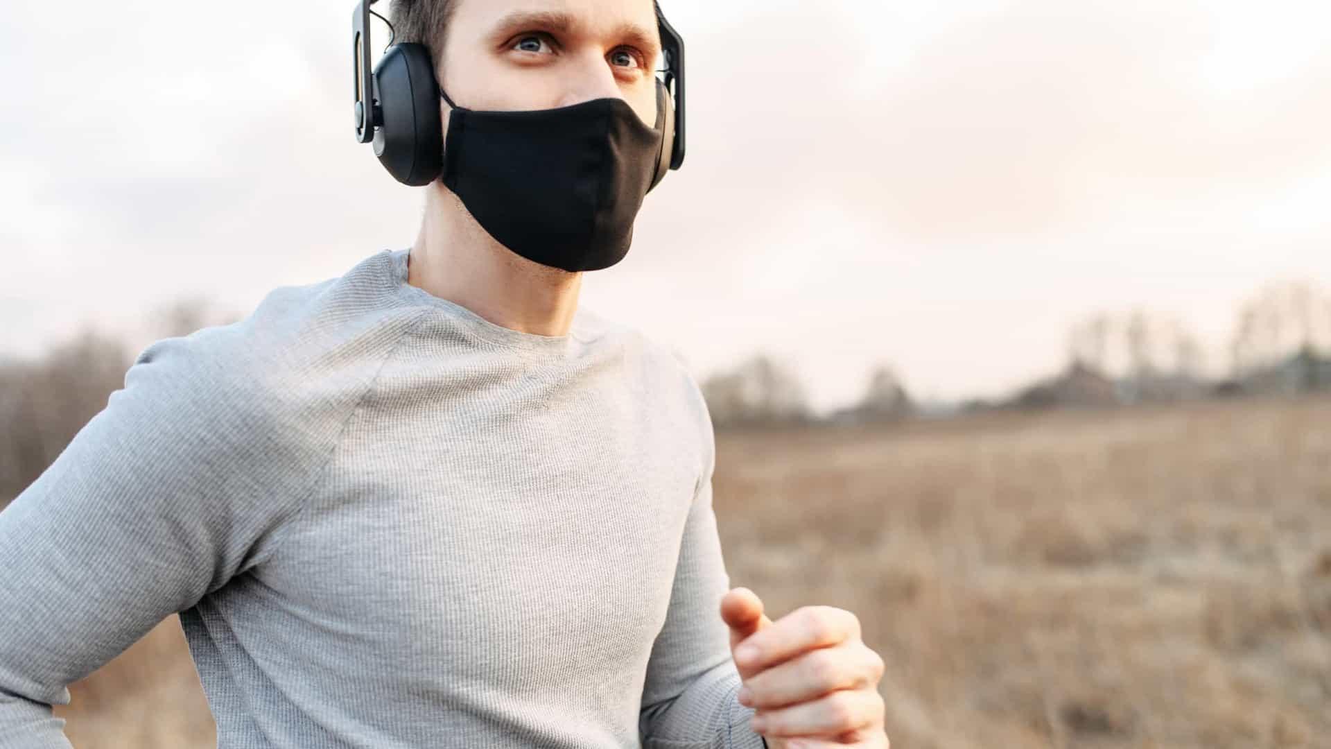Importante saber as implicações de usar ou não máscara para se exercitar