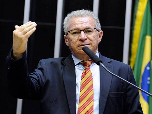 Na volta das sessões, deputados homenageiam Assis Carvalho (Agência Câmara)
