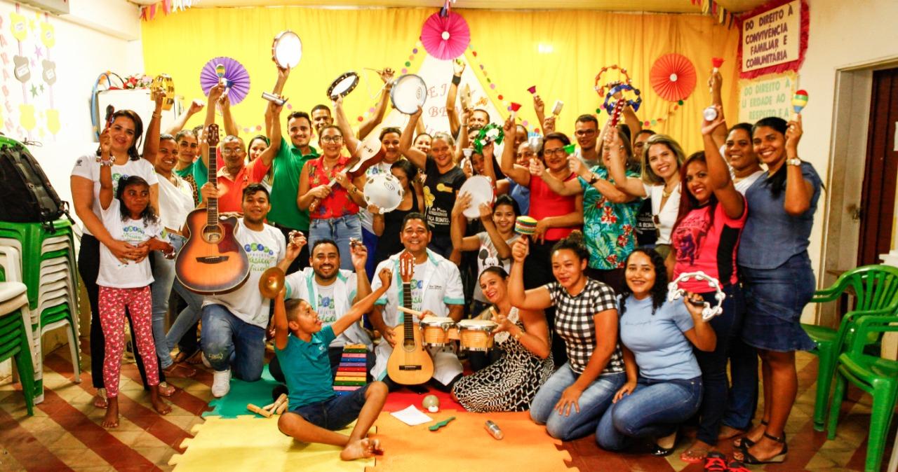 Crianças têm aulas de canto e aprendem a tocar instrumentos - Foto: Divulgação