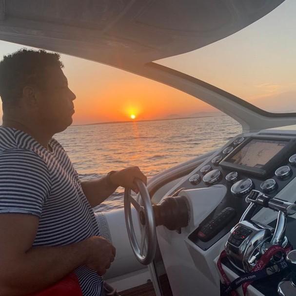 Ronaldo Nazário comanda iate durante férias em Ibiza - Foto: Reprodução/Instagram