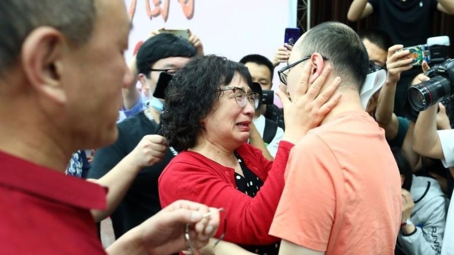 Mãe encontra filho sequestrado 32 anos depois - Imagem 1