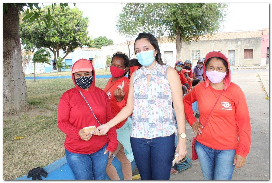 Gestão distribui máscaras para profissionais da limpeza e realiza testagem em agentes de endemias - Imagem 8