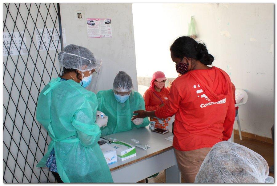 Gestão distribui máscaras para profissionais da limpeza e realiza testagem em agentes de endemias - Imagem 11