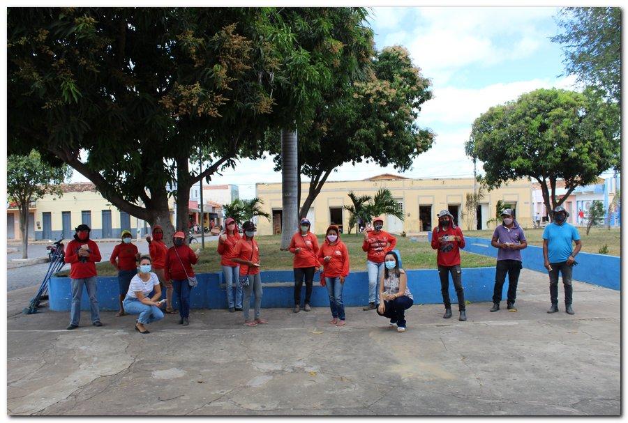 Gestão distribui máscaras para profissionais da limpeza e realiza testagem em agentes de endemias - Imagem 9