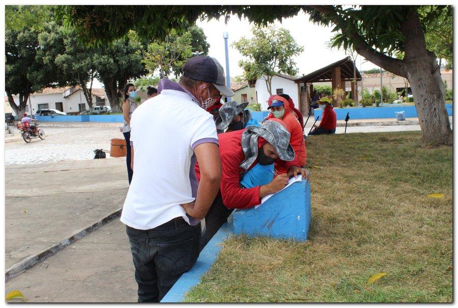 Gestão distribui máscaras para profissionais da limpeza e realiza testagem em agentes de endemias - Imagem 3