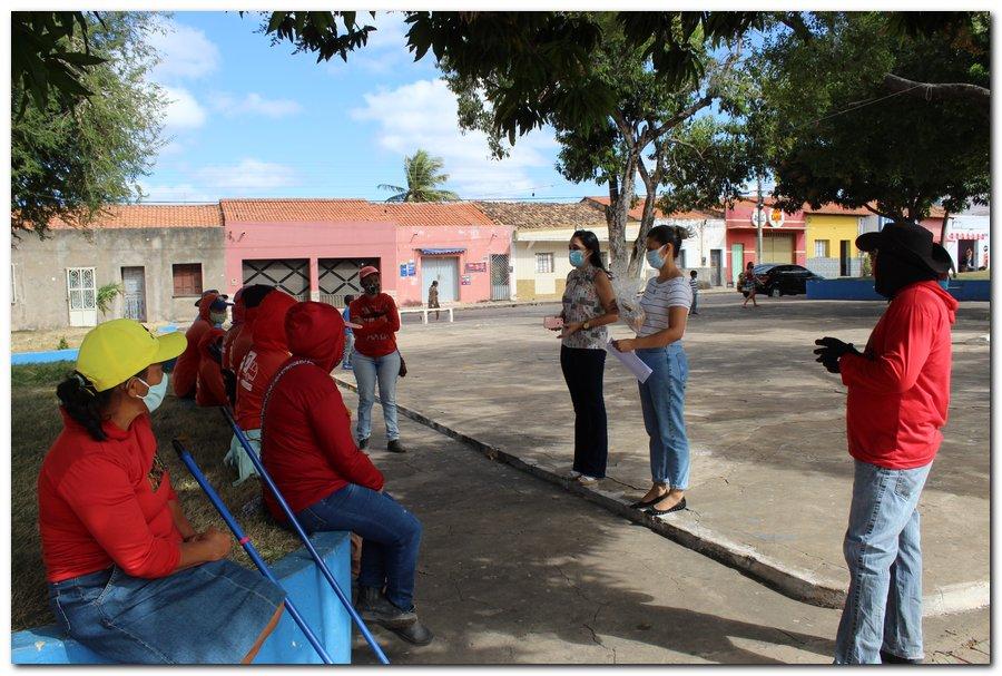Gestão distribui máscaras para profissionais da limpeza e realiza testagem em agentes de endemias - Imagem 1
