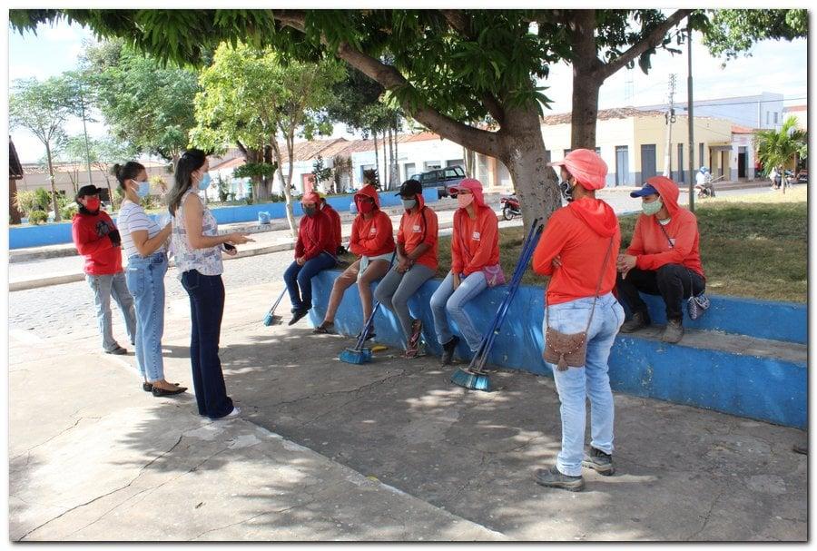 Gestão distribui máscaras para profissionais da limpeza e realiza testagem em agentes de endemias - Imagem 2
