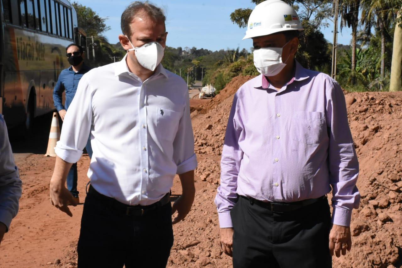 Wellington Dias visita obras na PI-112 (Divulgação)