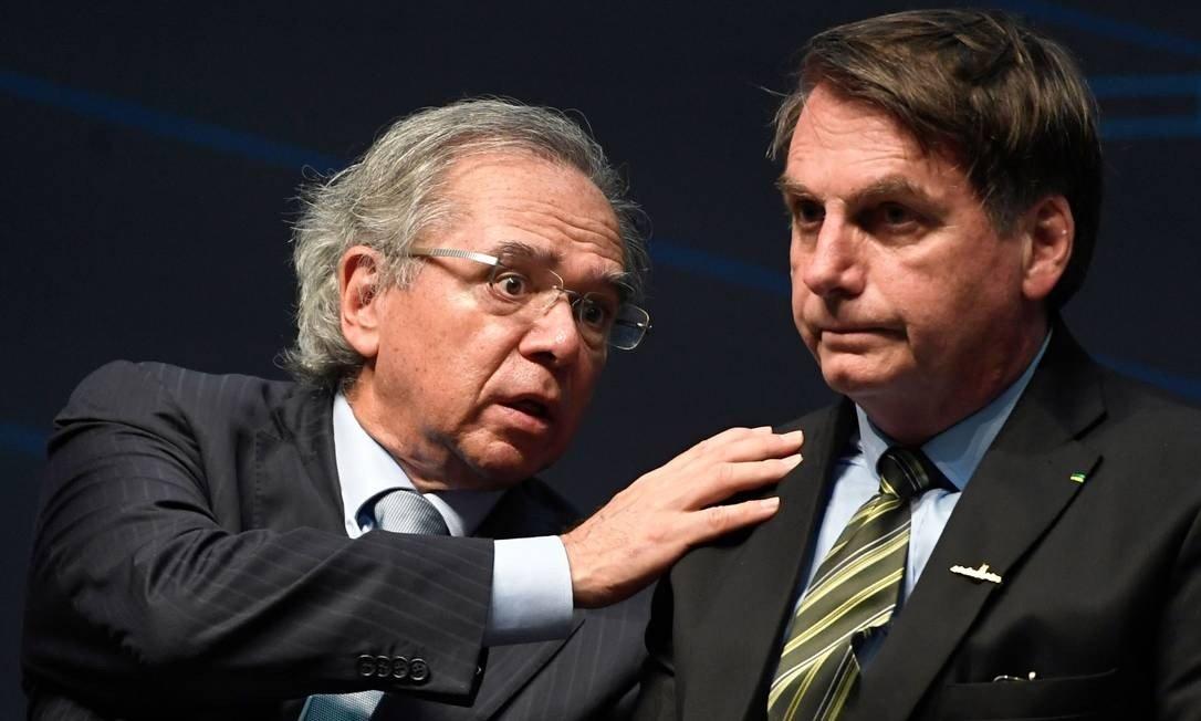 O mnistro da Economia, Paulo Guedes, e Bolsonaro Foto: Mauro Pimentel / AFP