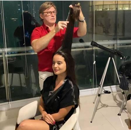 Ana Vereno cuidando dos cabelos