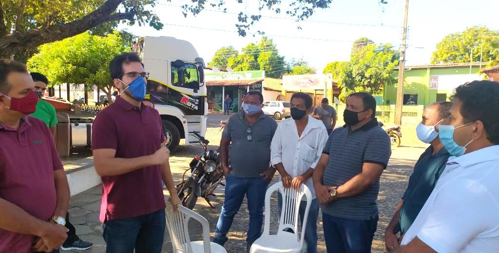Prefeito Zé Carlos entrega trator zero KM para os agricultores de Jatobá do Piauí - Imagem 3
