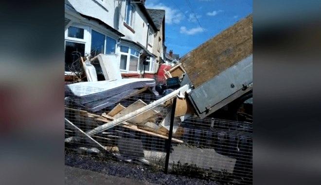 Reprodução/Facebook/Cardiff Waste Removal & House Clearance