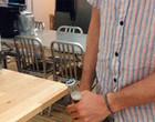 Saiba 9 maneiras surpreendentes para abrir uma garrafa sem o abridor