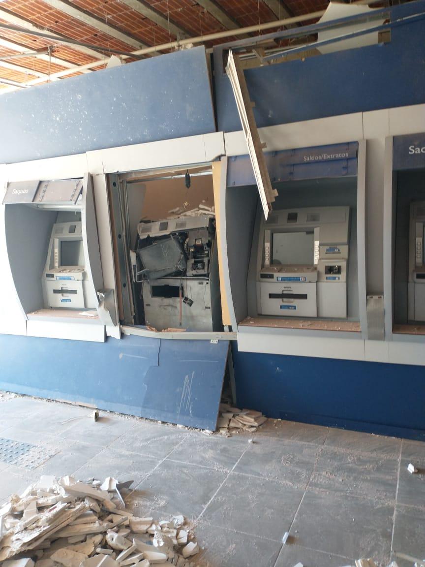 Um caixa eletrônico foi explodido na ação dos criminosos
