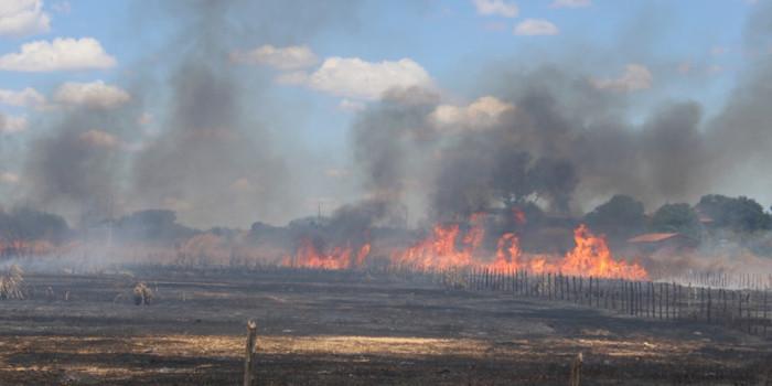 Incêndio cobre todo o bairro Itararé de fumaça  e cria pânico na população