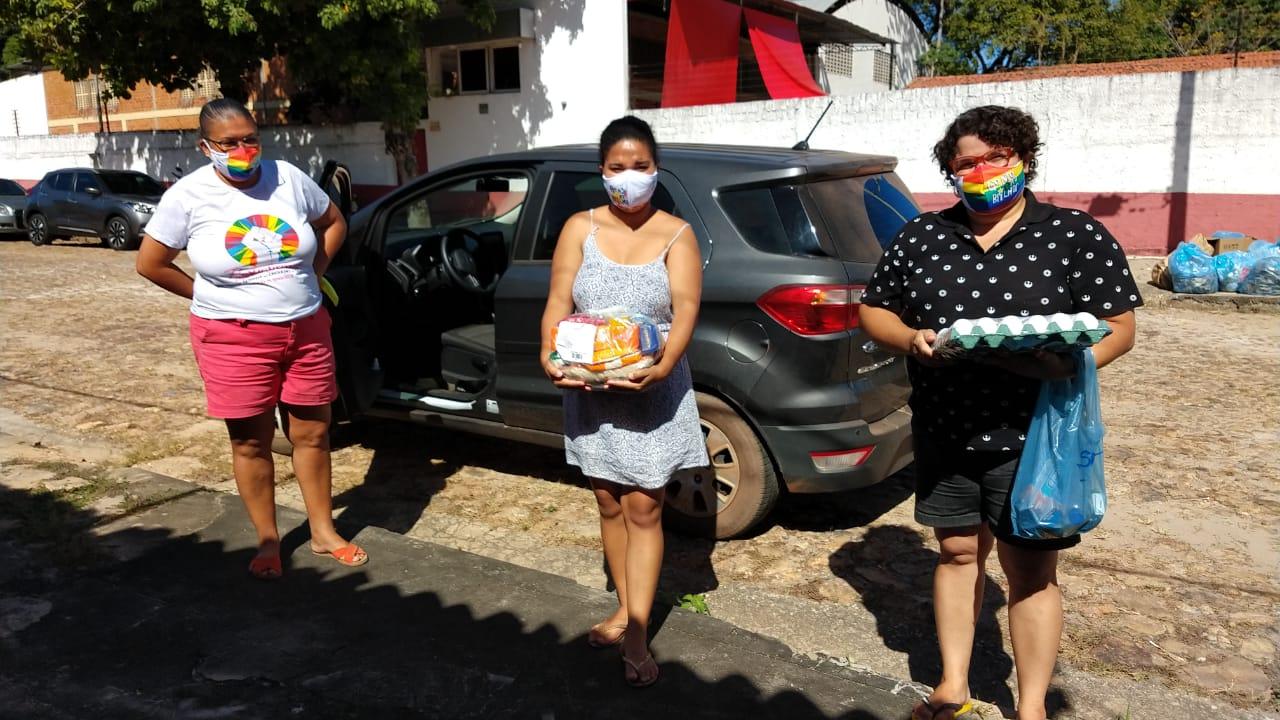 Projeto leva cesta básicas e kits de higiene à pessoas LGBTIA+