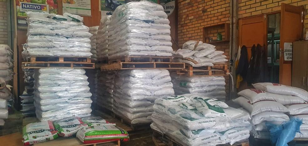 Prefeitura de São Joaquim adquiriu 2,5 toneladas em sacas de sal para derreter gelo na pista com previsão de nevar em SC — Foto: Mycchel Legnaghi/Prefeitura de São Joaquim
