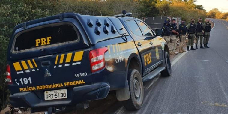 Piauí: Quatro homens são presos após saquear carga de caminhão tombado