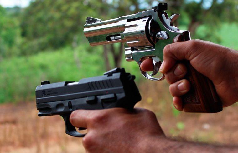 PF formaliza decreto que autoriza compra de 4 armas por pessoa