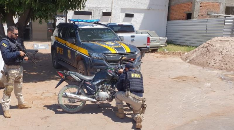Jovem de 18 anos é preso bêbado conduzindo moto na BR-135 no Piauí (Divulgação)