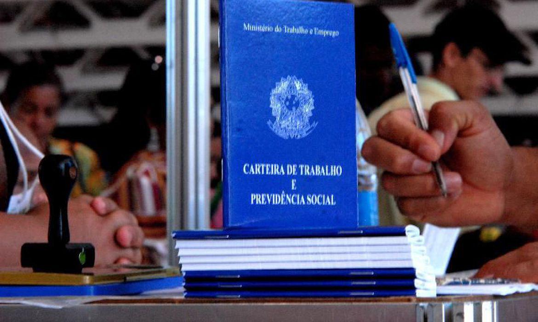 Carteira de Trabalho - Foto: Agencia Brasil