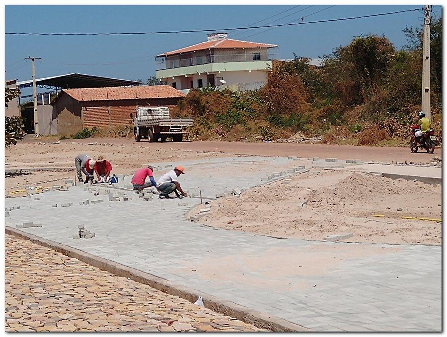 Prefeitura de Inhuma constrói Praça Pública no Bairro Sossego - Imagem 2