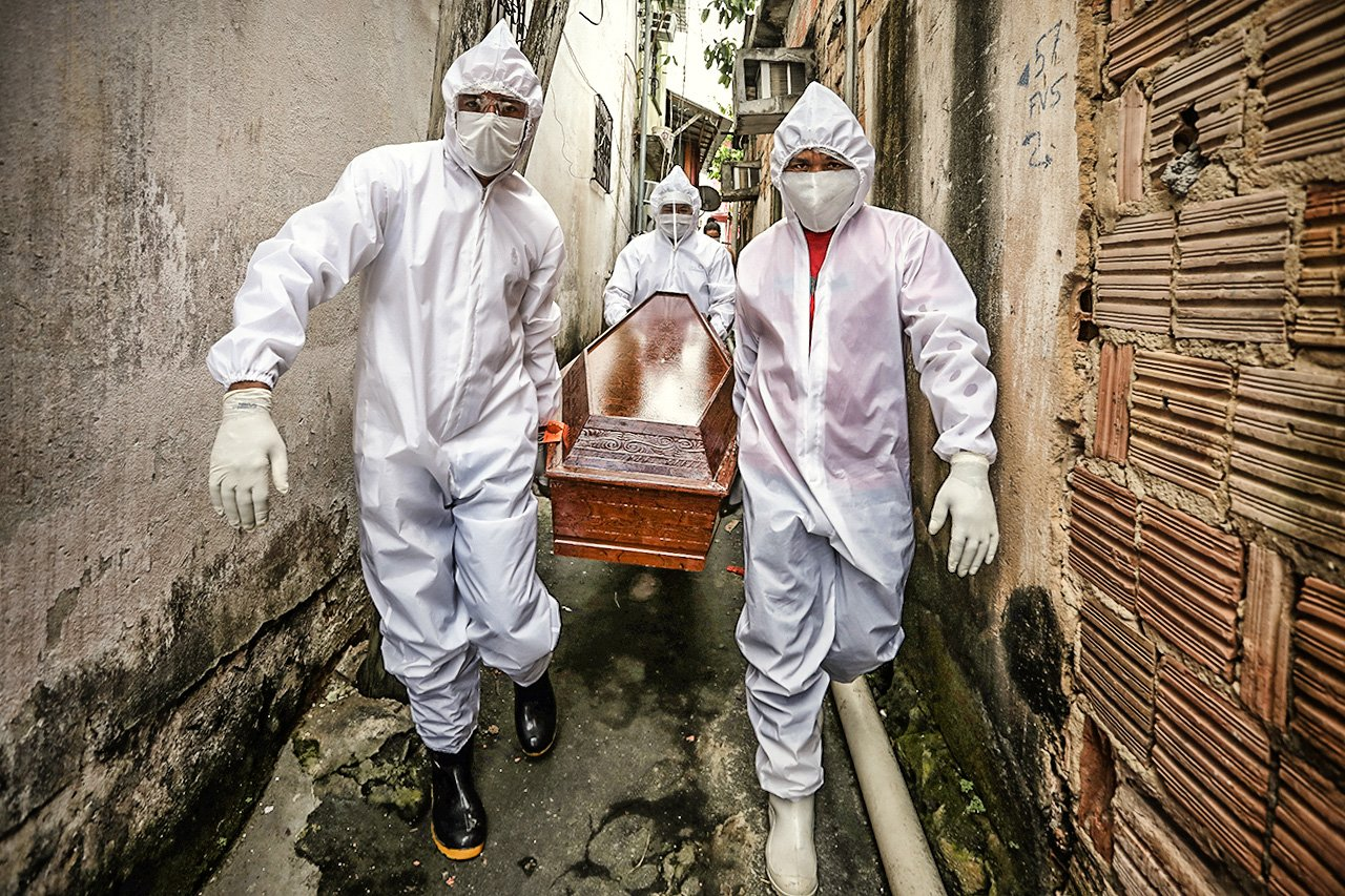 Brasil registra 565 mortes por covid-19 em 24 horas Foto: AFP