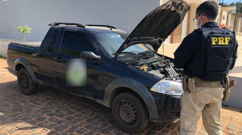 Pai e filho são presos com veículo roubado em Picos (Divulgação/ PRF)