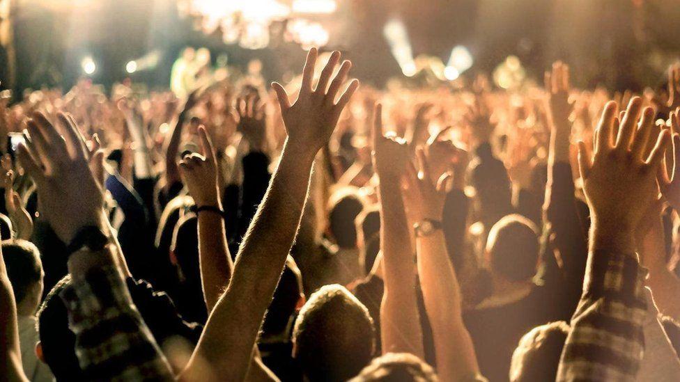 Multidão (imagem: getty)