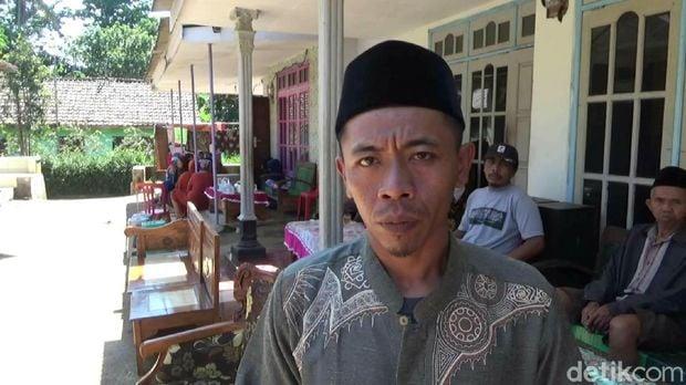 Ngasyo, o pai de Suti. (Fonte: The Mirror/Reprodução)