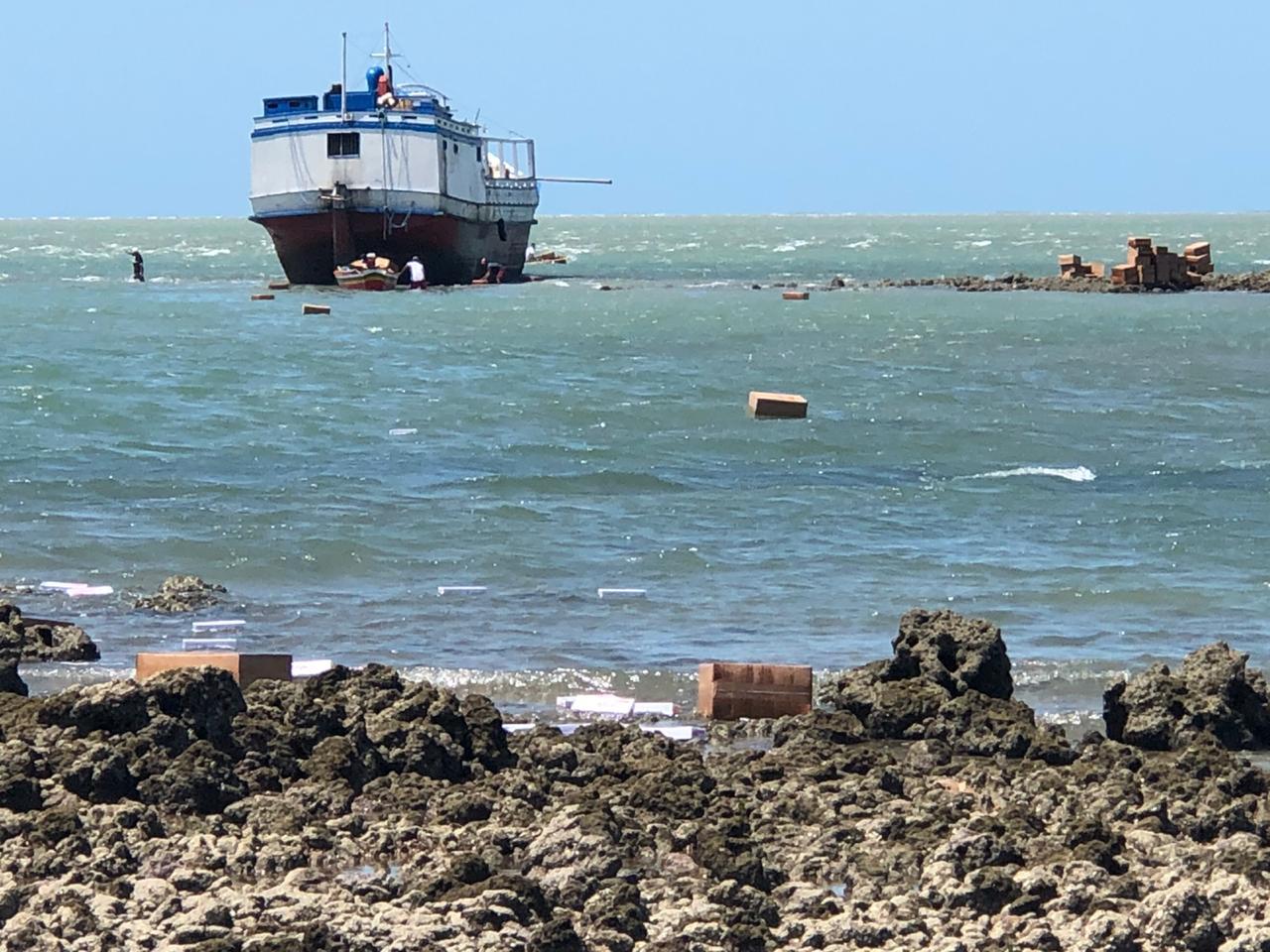Barco encalhou no litoral do Piauí (Divulgação)