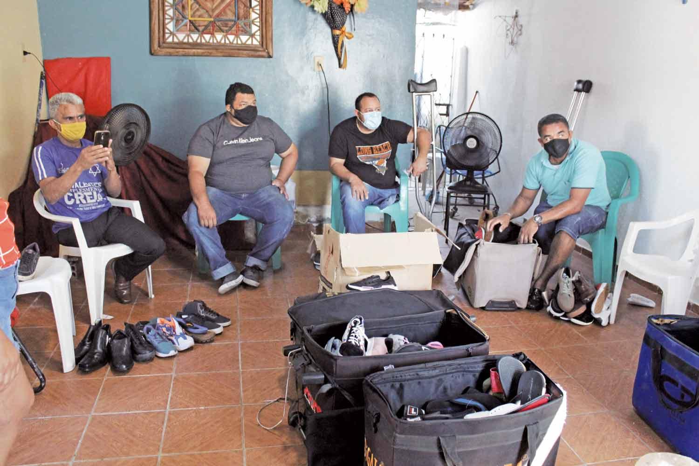 Projeto oferece sapatos para pessoas com perna amputada - Foto: Raíssa Morais