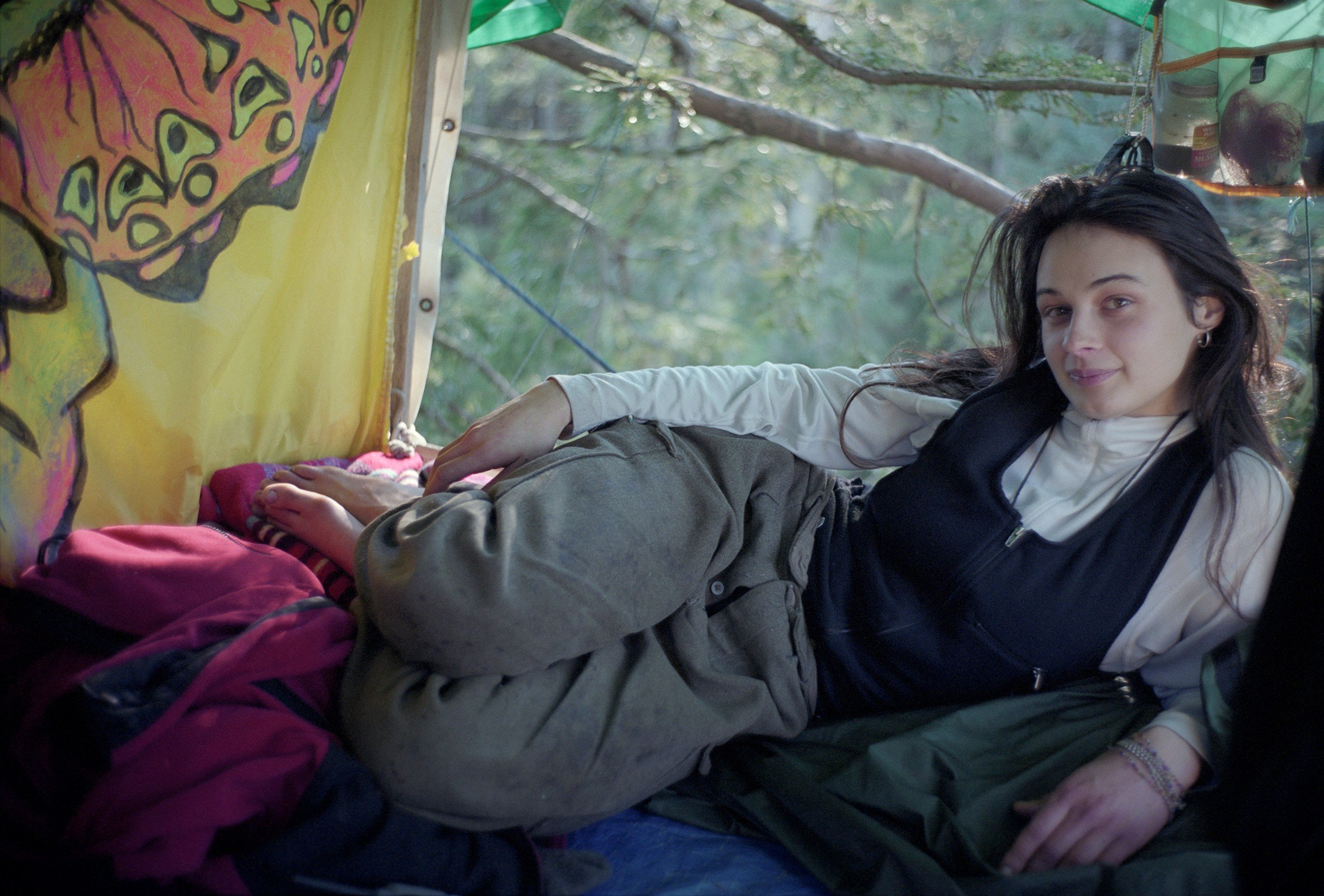 Mulher vive dois anos em cima de árvore para evitar sua derrubada - Imagem 2