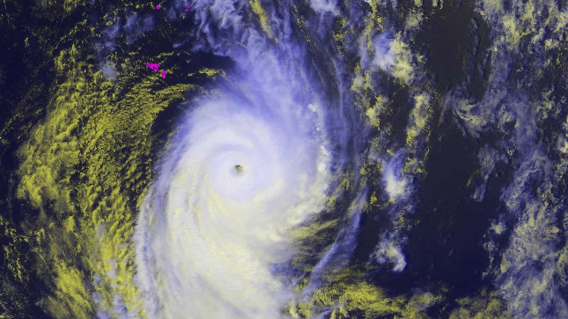 Ciclone extratropical se aproxima da Bahia (Foto: Reuters)