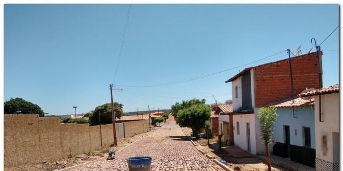 Prefeitura de Inhuma da continuidade ao calçamento da Rua Antônio de Deus
