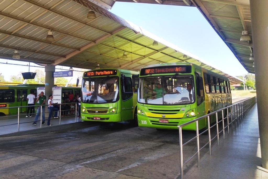 Ônibus voltam a circular nos sábados, mas terminais seguem fechados (Divulgação/ PMT)