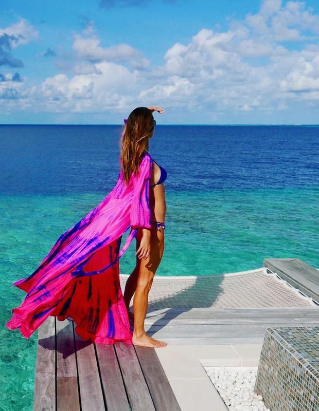 Top model Alessandra Ambrósio durante férias