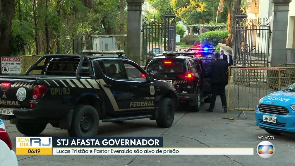 Viaturas da PF no Palácio Laranjeiras - Foto: TV Globo