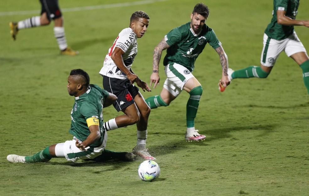Vinícius foi titular do Vasco contra o Goiás na última quarta-feira