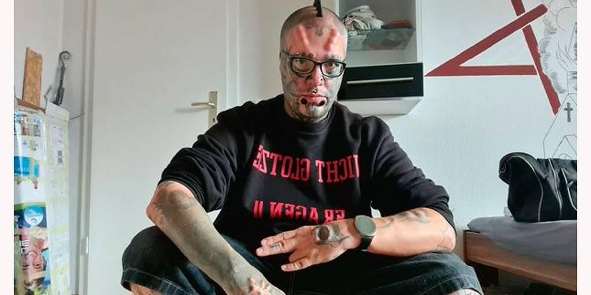 Bizarro? Homem corta as próprias orelhas para parecer uma caveira - Imagem 1