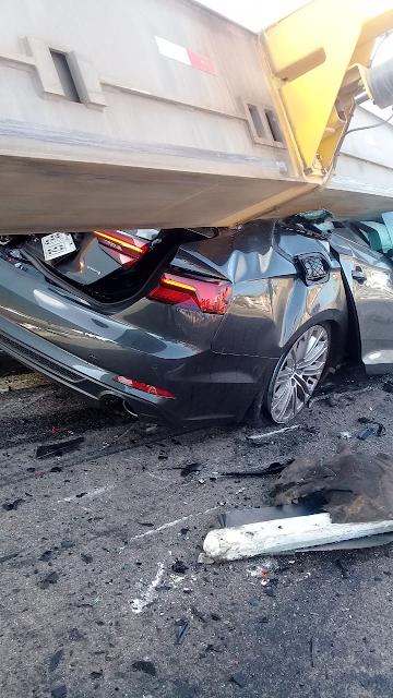 Carro de luxo ficou completamente destruído