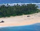 Grupo é resgatado de ilha deserta após escrever SOS na areia; fotos
